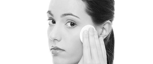 Vì sao da hay bị khô ráp và nứt nẻ?